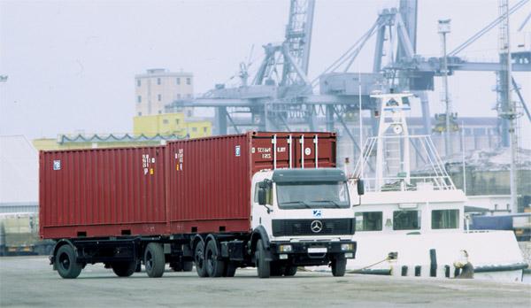 Xe container chuyển hàng đường bộ